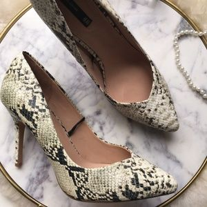 H&M•Snake Print Pointed Toe Pumps